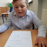Analiza egzaminu przez ucznia Szkoły Podstawowej