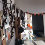 Sala przystrojona z okazji Halloween