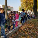 Uczniowie podczas ewakuacji