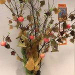 Drzewo - dekoracja w podstawówce