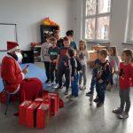 Rozdanie prezentów - SP Edukacja