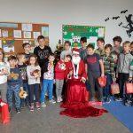 Zdjęcie wspólne - Mikołajki w SP Edukacja