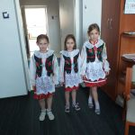 Uczennice Szkoły Podstawowej Edukacja w tradycyjnych strojach