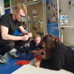Współpraca licealistów z dziećmi