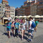 Przechadzka uczniów podstawówki w Warszawie