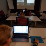 Dzieci na zajęciach z programowania