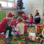 Rozpakowywanie prezentów w zeróce