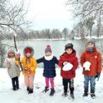 Zerówkowicze podczas zimowych zabaw