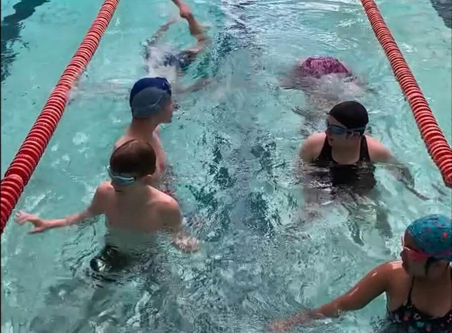 Mistrzowie pływania z Edukacji!
