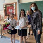 Uczniowie z nauczycielem